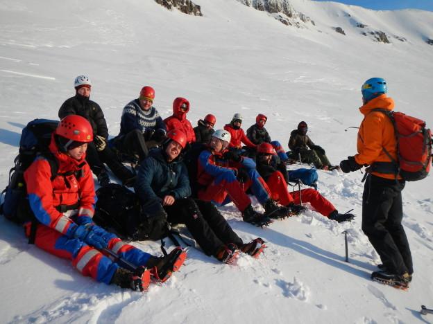 Tveir hópar rétt undir hryggnum stuttu fyrir niðurferð.